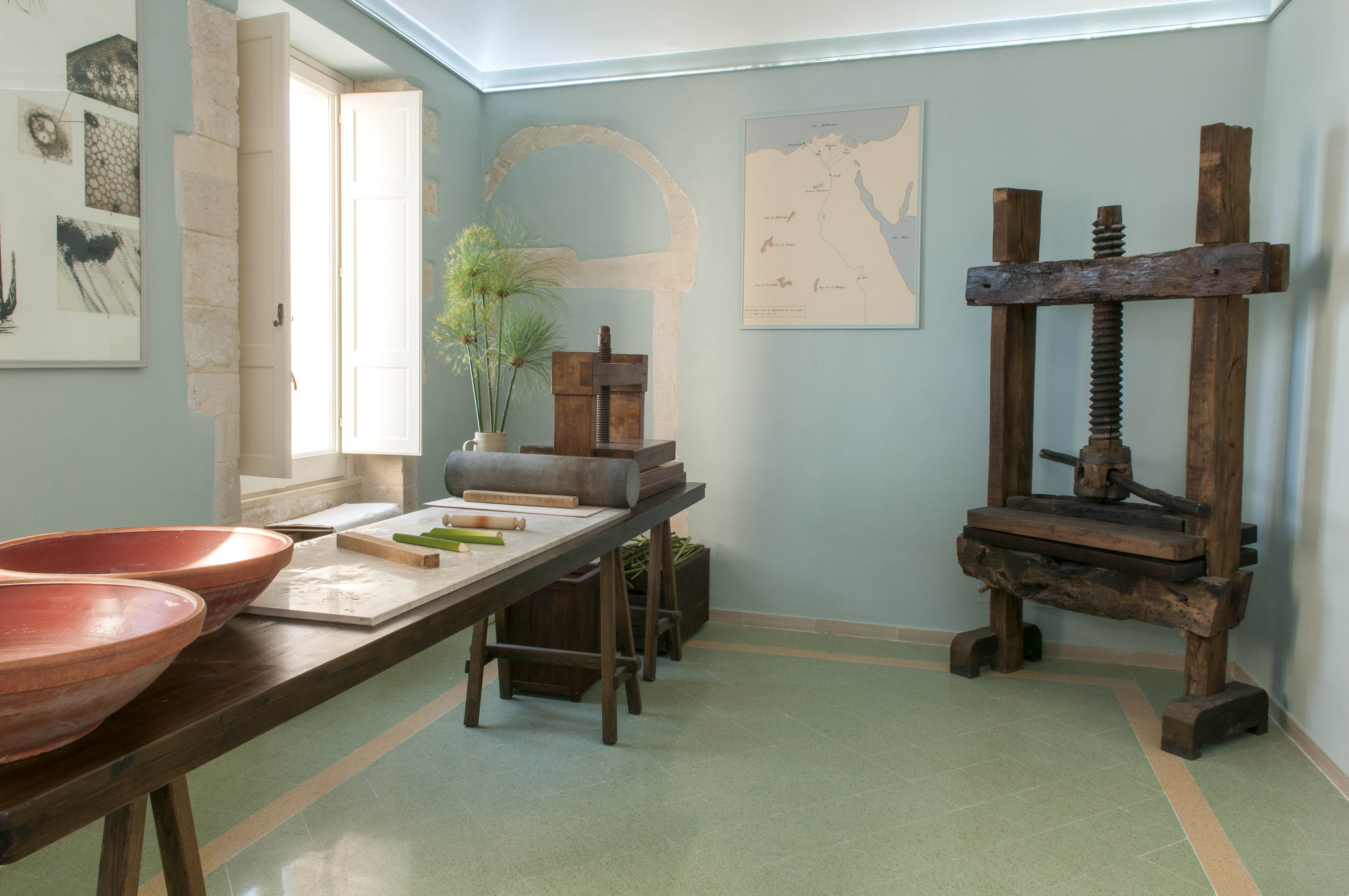 6748-14 Museo Papiro