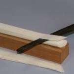 Il culmo viene liberato dalla scorza e tagliato in strisce.